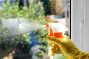 Какими средствами ухаживать за окнами ПВХ