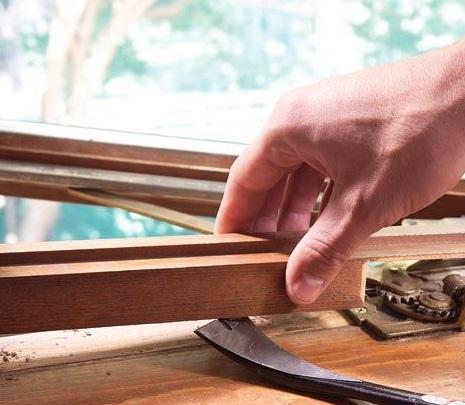 Как проходит процесс ремонта старого окна