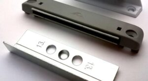 Применение защелки на пластиковые балконные двери